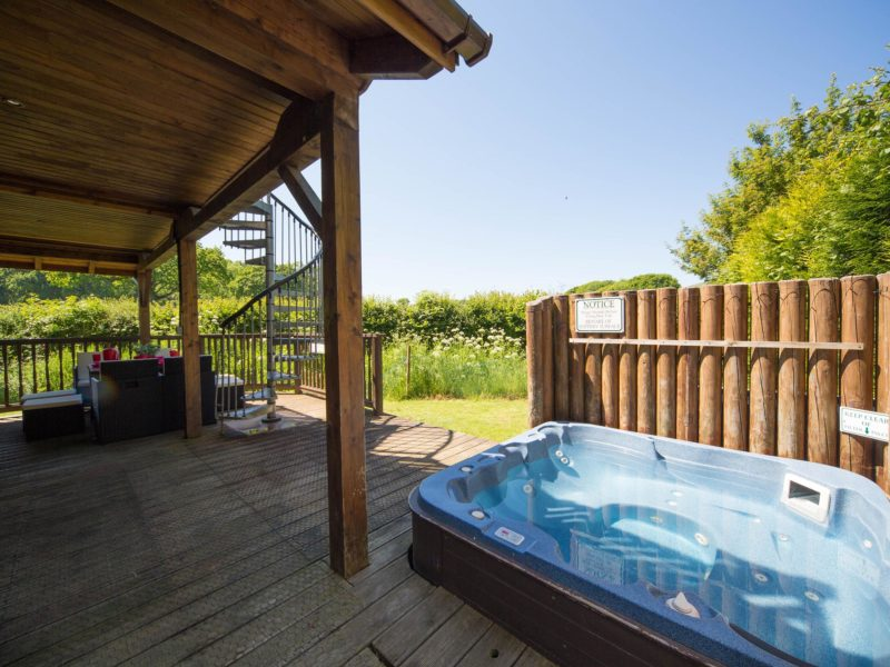 Ash Log Cabin hot tub