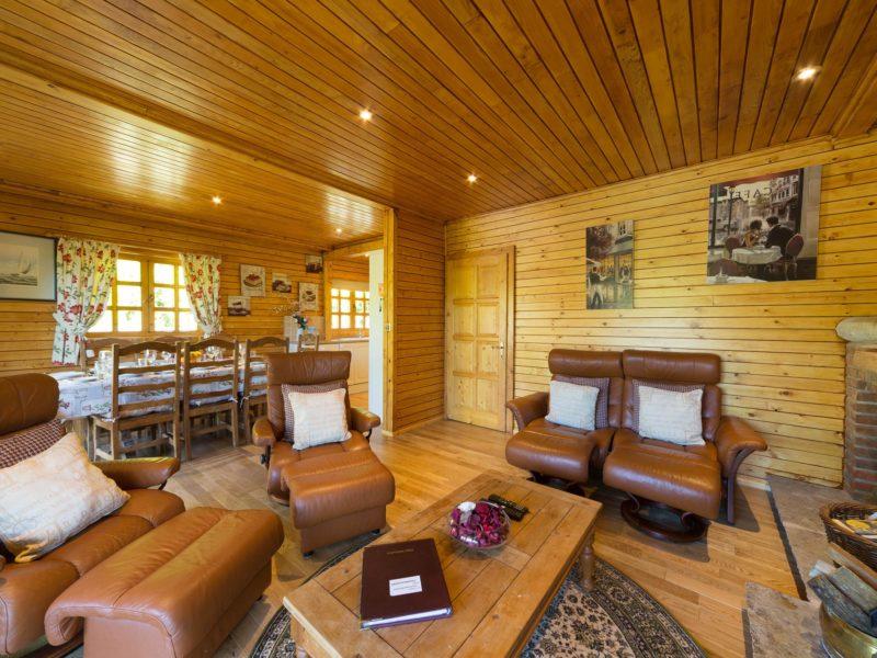 Ash Log Cabin lounge