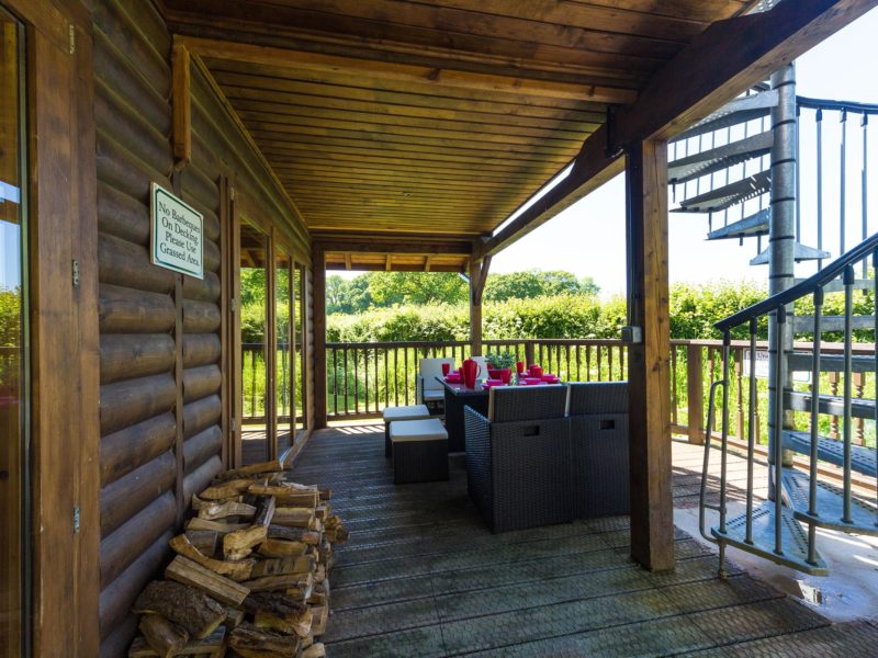 Ash Log Cabin veranda